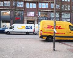 Fahrzeuge von DHL Express und GLS