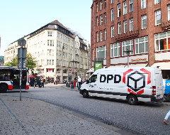 DPD-Paketauto in Innenstadt