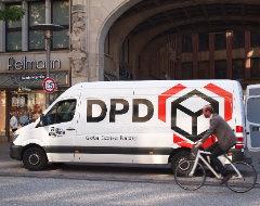 DPD-Fahrzeug beim Entladen