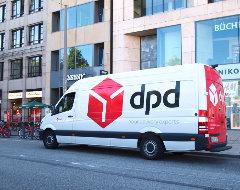 DPD-Fahrzeug mit neuem Logo