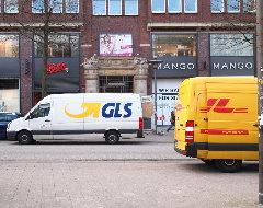 Fahrzeuge von DHL und GLS