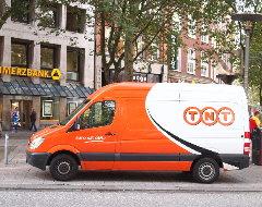 Fahrzeug vom Paketdienst TNT